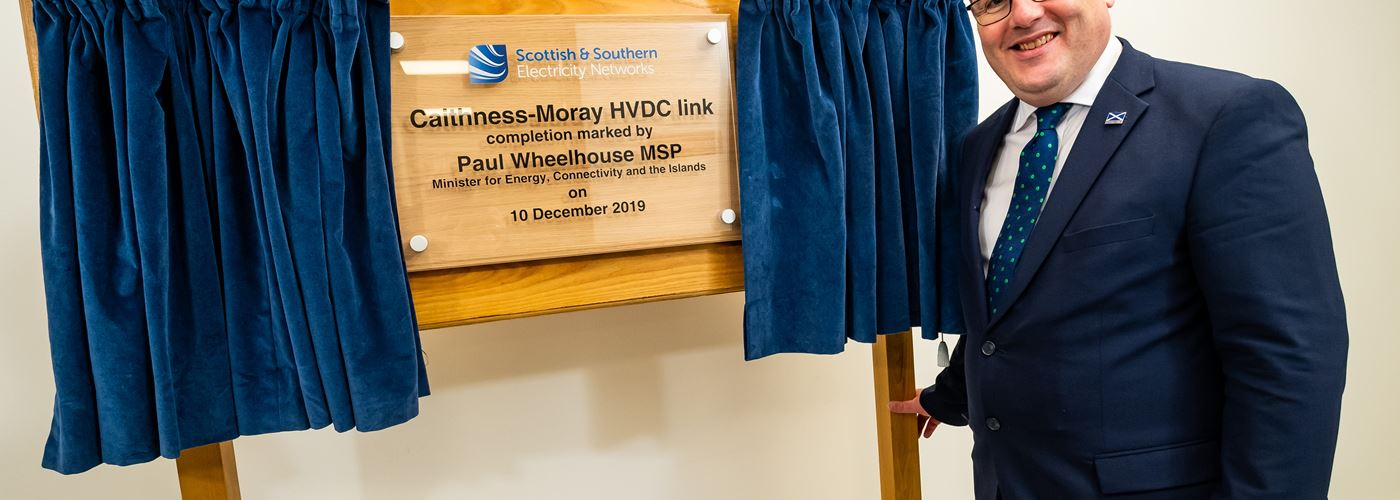 Minister Paul Wheelhouse unveils plaque.JPG